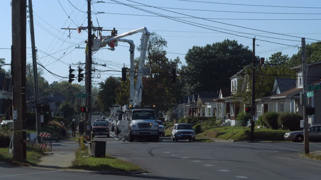 utility workers working on power lines in louisville amid the 2020 global coronavirus pandemic. - danger stock videos & royalty-free footage