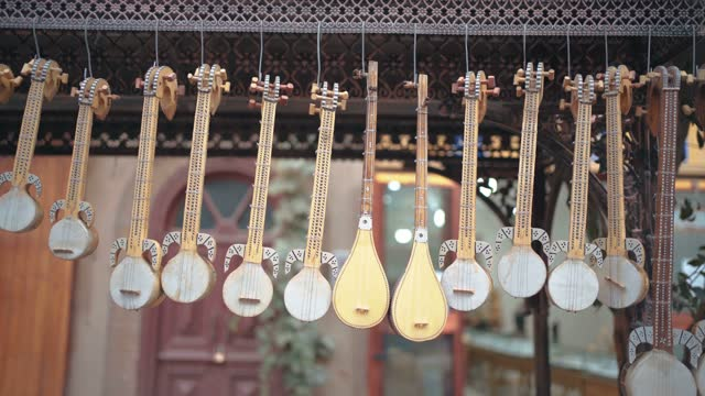 uygur musical instruments sold in the market,kashgar, xinjiang, china - 思い出点の映像素材/bロール