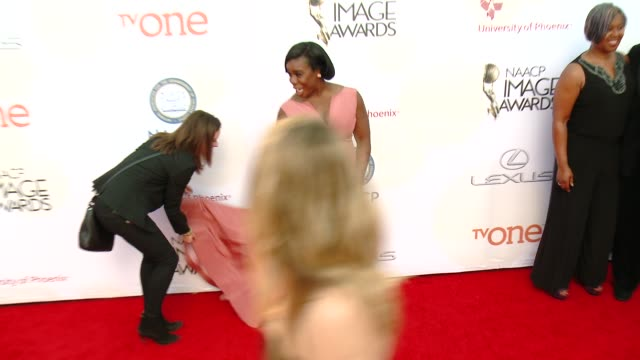 stockvideo's en b-roll-footage met uzo aduba at the 46th annual naacp image awards arrivals at pasadena civic auditorium on february 06 2015 in pasadena california - pasadena civic auditorium