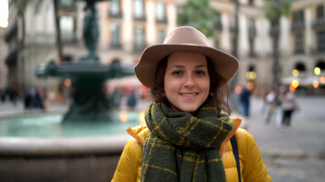 urlaub in spanien - springbrunnen stock-videos und b-roll-filmmaterial
