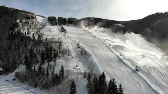 vail colorado skidområde aerial drone clip på vintern - colorado bildbanksvideor och videomaterial från bakom kulisserna