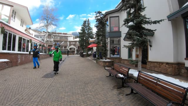 vail, colorado, usa - stazione sciistica video stock e b–roll