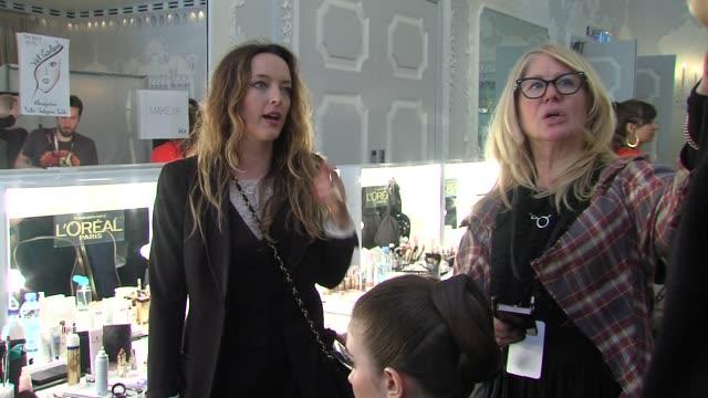 vídeos y material grabado en eventos de stock de val garland alice temperley at temperley london fashion week a/w 2013 at the dorchester on february 17 2013 in london england - guirnalda