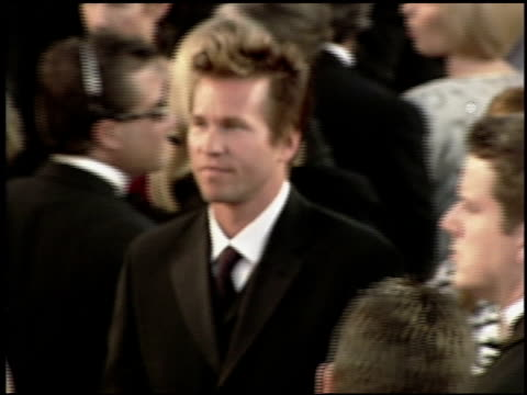 val kilmer at the 2000 academy awards at the shrine auditorium in los angeles, california on march 26, 2000. - 第72回アカデミー賞点の映像素材/bロール