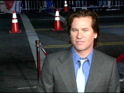 val kilmer at the 'alexander' premiere arrivals at grauman's chinese theatre in hollywood, california on november 16, 2004. - val kilmer stock videos & royalty-free footage