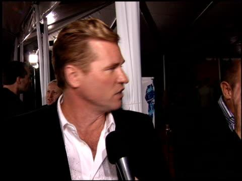 val kilmer at the kiss kiss bang bang premiere at grauman's chinese theatre in hollywood, california on october 18, 2005. - val kilmer stock videos & royalty-free footage