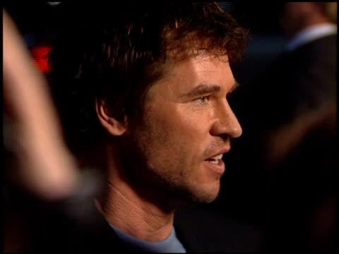 Val Kilmer at the 'Red Planet' Premiere on November 6 2000