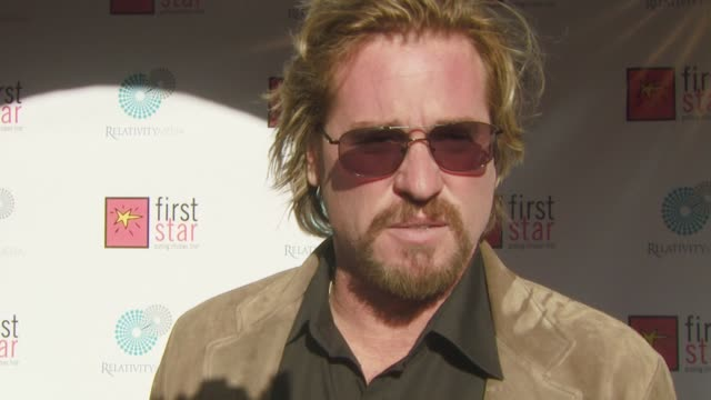 val kilmer on why he wanted to be a part of the event, teaching his kids about the less fortunate, what he misses about being a kid, what he enjoys... - val kilmer stock videos & royalty-free footage