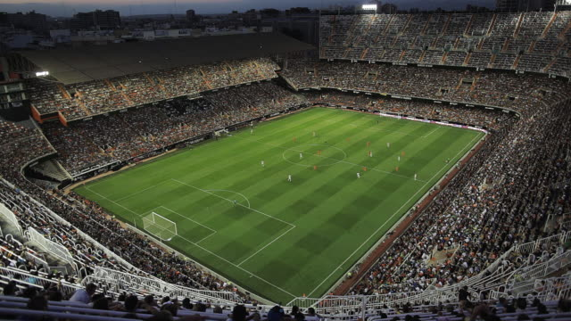 vidéos et rushes de valencia c.f. soccer team stadium - spain