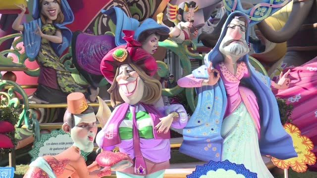 vídeos de stock, filmes e b-roll de valencia lives its last day of the fallas festival where the big satirical sculptures placed all over the town are going to be burnt to celebrate the... - sátira