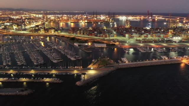 vídeos de stock e filmes b-roll de valencia port aerials - docas