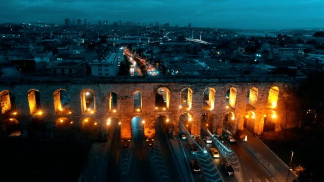 vidéos et rushes de aqueduc de valens istanbul aérienne drone abattu à l'aube - {{relatedsearchurl(carousel.phrase)}}