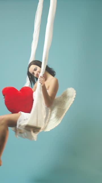 valentine's day angel with red heart sway - ängel bildbanksvideor och videomaterial från bakom kulisserna