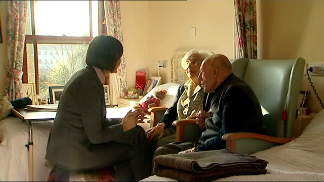 britain's longest married couple; england: devon: int frank milford and anita milford laughing at being called 'romantics' callaghan talking to... - 長さ点の映像素材/bロール