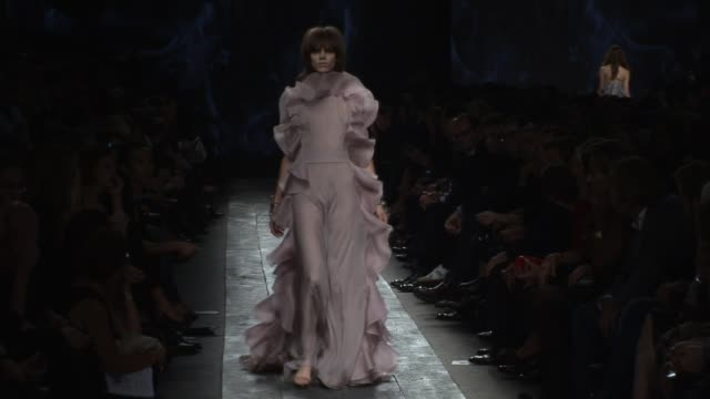 vidéos et rushes de paris fashion week s/s 2010 at the valentino: paris fashion week s/s 2010 at paris . - fashion show