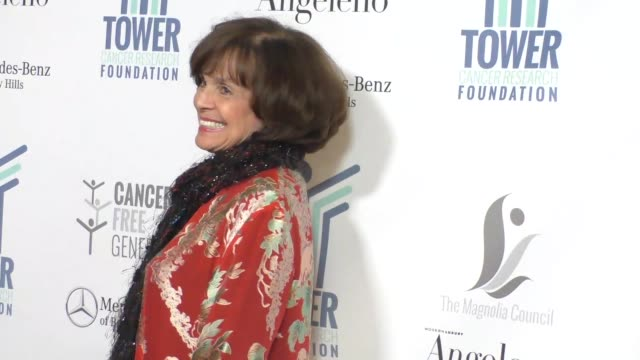 vídeos y material grabado en eventos de stock de valerie harper at tower cancer research foundation's tower of hope gala outside the beverly hilton hotel in beverly hills in celebrity sightings in... - the beverly hilton hotel