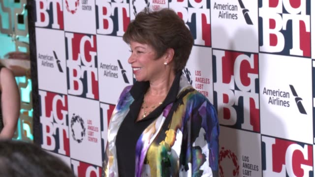 stockvideo's en b-roll-footage met valerie jarrett at los angeles lgbt center's 48th anniversary gala vanguard awards in los angeles ca - anniversary gala vanguard awards