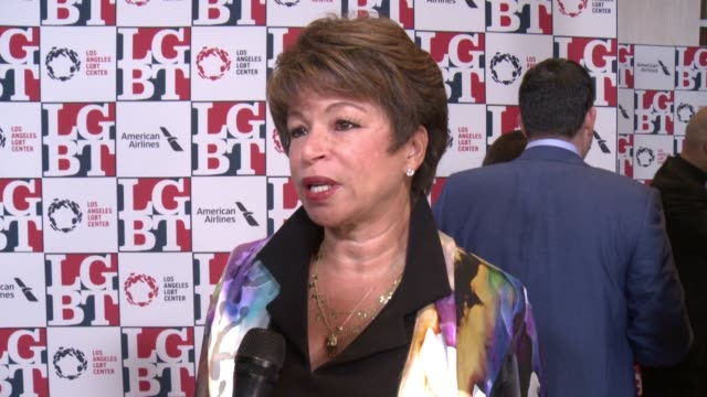 stockvideo's en b-roll-footage met interview valerie jarrett on being honored tonight on the lgbt center what they do at los angeles lgbt center's 48th anniversary gala vanguard awards... - anniversary gala vanguard awards