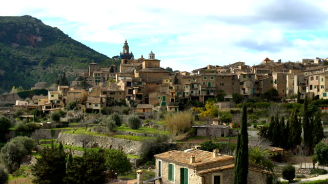valldemosa mallorca, panning - old town stock videos & royalty-free footage