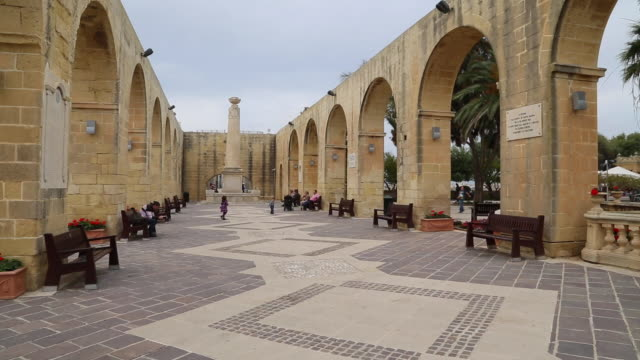stockvideo's en b-roll-footage met valletta, the upper barrakka gardens - valletta