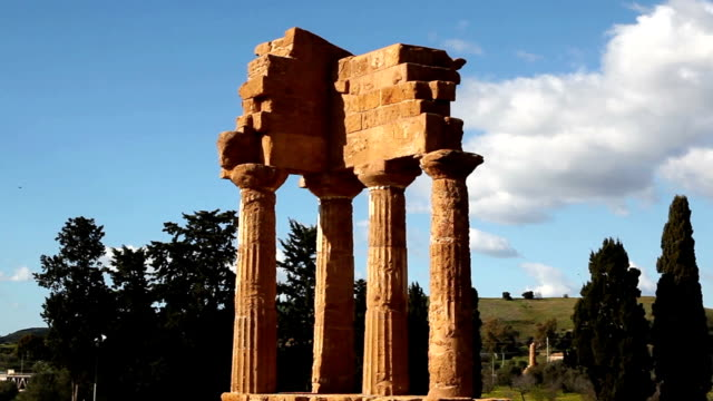 vidéos et rushes de valley of temples, agrigento, italy. - archéologie