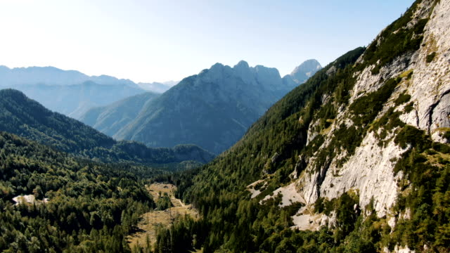 valley with mountains/ aerial-triglav national park, slovenia - 斯洛維尼亞 個影片檔及 b 捲影像