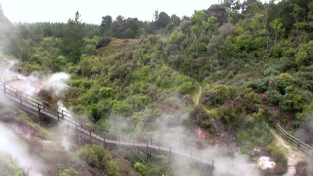 vidéos et rushes de vallée, non-fumeur - piscine thermale