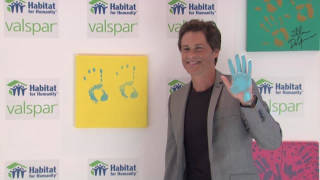 'valspar hands for habitat' celebrity auction kickoff new york ny united states - montaggio di evento video stock e b–roll