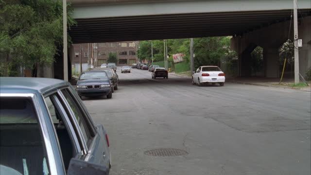 vídeos de stock e filmes b-roll de ws pan van hitting parked cars, flipping and exploding - perseguição conceito