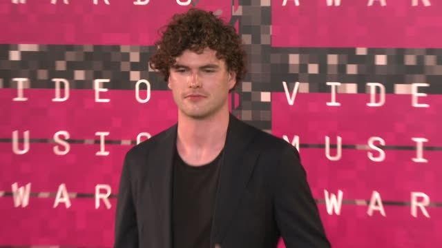 vídeos de stock e filmes b-roll de vance joy at the 2015 mtv video music awards at microsoft theater on august 30, 2015 in los angeles, california. - microsoft theater los angeles