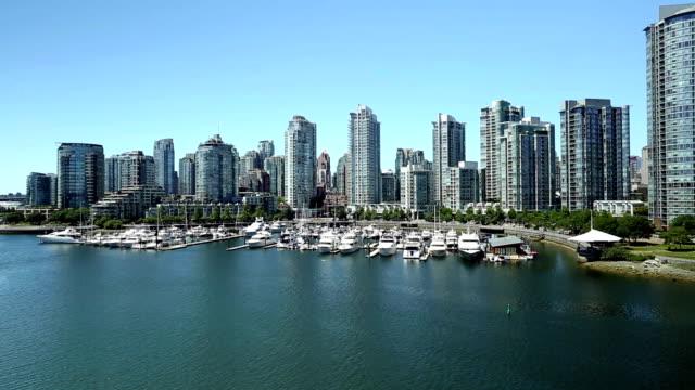 Vancouvers False Creek, die Skyline der Stadt