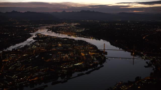 Luftaufnahme Vancouver von Sea Island in der Nacht