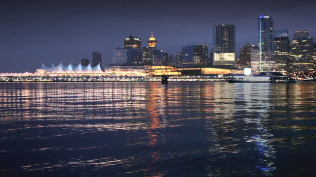 ws vancouver skyline at dusk, british colombia, canada - establishing shot点の映像素材/bロール