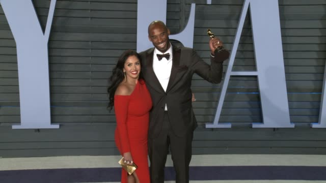 stockvideo's en b-roll-footage met vanessa bryant and kobe bryant at the 2018 vanity fair oscar party on march 04 2018 in beverly hills california - kobe and vanessa bryant