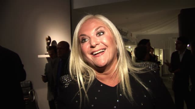 stockvideo's en b-roll-footage met vanessa feltz at the pavilion of art & design, berkeley square. pavilion of art & design london - vip arrivals at pavilion of art & design, berkeley... - vanessa feltz