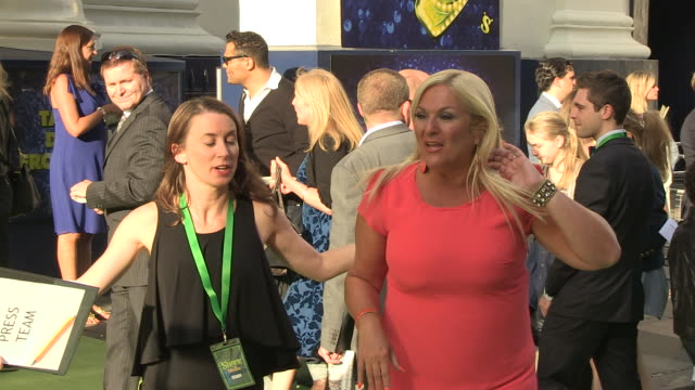 stockvideo's en b-roll-footage met vanessa feltz at the shrek the musical - press night at london england. - vanessa feltz