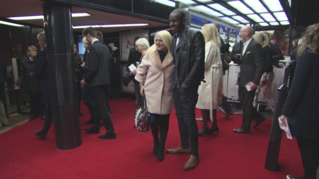 stockvideo's en b-roll-footage met vanessa feltz, ben ofoedu at 'mum's list' uk film premiere on november 23, 2016 in london, england. - vanessa feltz