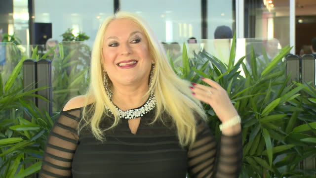 stockvideo's en b-roll-footage met vanessa feltz on february 13, 2018 in london, england. - vanessa feltz