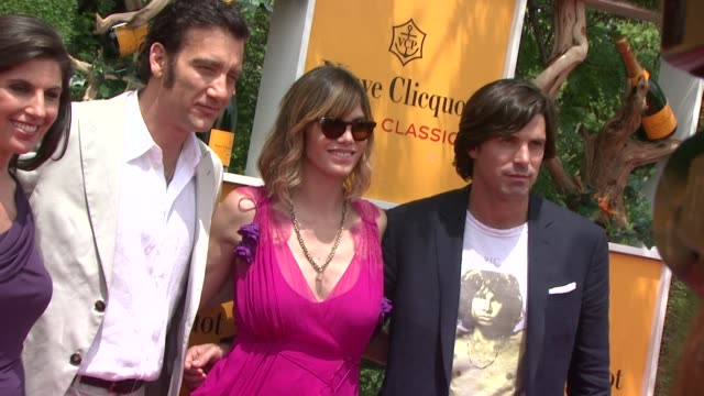 vanessa kay clive owen delfina blaquier nacho figueras at the fifth annual veuve clicquot polo classic at liberty state park on june 02 2012 in... - 動物を使うスポーツ点の映像素材/bロール