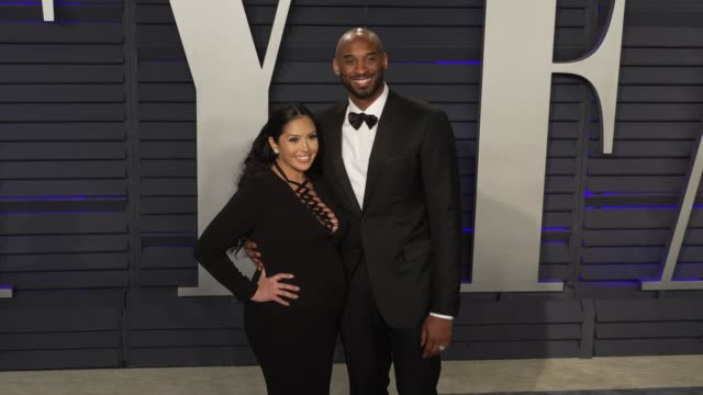stockvideo's en b-roll-footage met vanessa laine bryant and kobe bryant at 2019 vanity fair oscar party hosted by radhika jones at wallis annenberg center for the performing arts on... - kobe and vanessa bryant