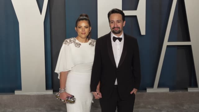 vídeos de stock e filmes b-roll de vanessa nadal and lin-manuel miranda at vanity fair oscar party at wallis annenberg center for the performing arts on february 09, 2020 in beverly... - vanity fair oscar party