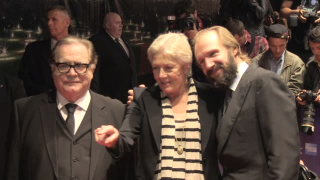 vanessa redgrave and ralph fiennes, brian cox at the coriolanus gala premiere: 55th london film festival at london england. - レイフ・ファインズ点の映像素材/bロール