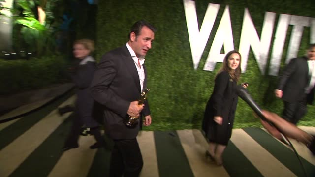 vídeos de stock, filmes e b-roll de vanity fair oscar party hosted by graydon carter los angeles ca united states 02/26/12 - vanity fair oscar party