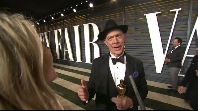vanity fair oscars party arrivals at the wallis annenberg center for the performing arts in beverly hills exterior shots actor jk simmons interview... - festa post oscar di vanity fair video stock e b–roll