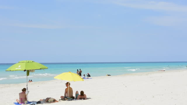 vídeos de stock, filmes e b-roll de varadero beach cuba the most beautiful blue water relaxing on perfect holiday vacation and white sand beach in north of havana the most tourist place in cuba - barraca de sol