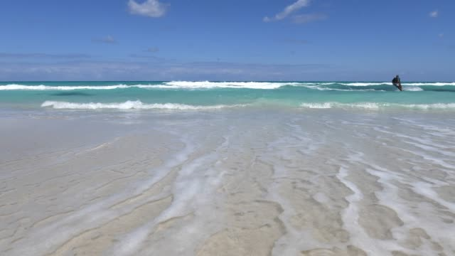 varadero, cuba, time lapse of the beach and a person sea gliding - varadero stock videos and b-roll footage