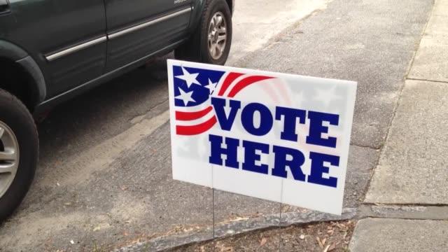 vídeos de stock, filmes e b-roll de varied shots of polling locations during the charleston south carolina republican presidential primary - título de eleitor