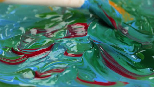 vidéos et rushes de various acrylic paints mixed to create waves - pinceau