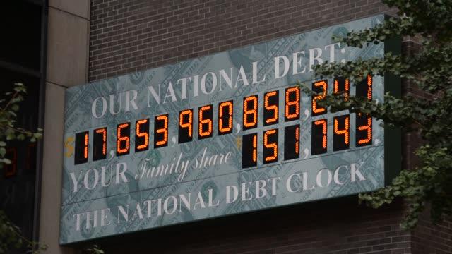 various angles and close up shots of the national debt clock in new york ny close up shots of the national debt clock ticking - statsskuldklockan bildbanksvideor och videomaterial från bakom kulisserna
