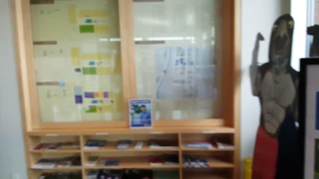 vídeos y material grabado en eventos de stock de various broll shots of rogue community college in medford oregon officials at rogue community college say the oregon promise funds will not cover all... - estereotipo de géneros